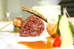 Svart klibbig rice och stekt hudfisk Royaltyfri Foto