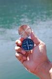 svart kompasshandholding Royaltyfri Fotografi