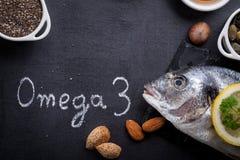 Svart kritiserar tabellen med produktrich i omega 3 arkivfoto