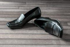 Svart kvinnlig formell sko Royaltyfria Bilder