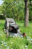 svart lawngräsklippningsmaskin Arkivfoton