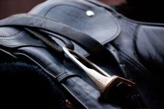 svart lädersadel Fotografering för Bildbyråer