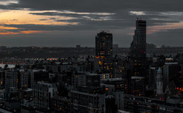 Svart ljus modern stad, abstrakt modern metropolis Royaltyfria Foton