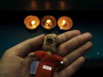 Svart magisk voodoodocka med röd hjärta Royaltyfri Fotografi