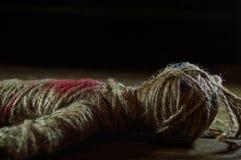Svart magisk voodoodocka med röd hjärta Royaltyfria Foton