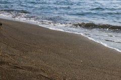 Svart magnetisk sandstrand av Black Sea i Ureki royaltyfri bild