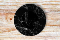 Svart marmorplatta som förläggas på trä Royaltyfria Bilder