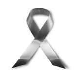 Svart medvetenhetband, sorg och melanomsymbol som isoleras på vit bakgrund Arkivfoto