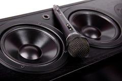 Svart mikrofon på högtalarna Royaltyfri Bild