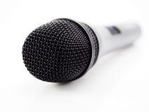 Svart mikrofon på vit Fotografering för Bildbyråer