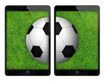 Svart minnestavla två med fotbollbollen på den gröna väggen Royaltyfri Foto