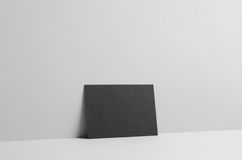 Svart modell för reklamblad A6/vykort-/inbjudan- väggbakgrund Arkivbilder