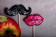 svart mustaschbild Adam, helgdagsafton och det förbjudna äpplet arkivfoton