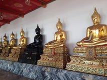 Svart och guld- Buddha Arkivbild