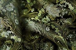 Svart och guld- fabrick för silke Arkivbilder