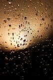 Svart- och gulingtextur, vattendroppar Arkivbild