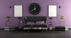 Svart och purpurfärgat ledar- sovrum royaltyfria bilder