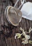 Svart och växt- tea royaltyfri fotografi