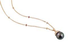 Svart pärlemorfärg halsband. royaltyfri foto