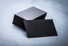 Svart pappers- mall för affärskort Arkivbild