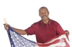 Svart pensionär med flaggan royaltyfri fotografi