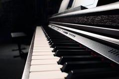 Svart piano Fotografering för Bildbyråer