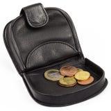 Svart plånbok eller handväska med euromynt Arkivfoto