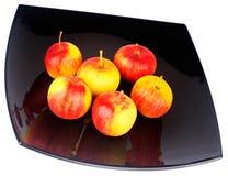 svart platta för äpplen Royaltyfri Foto