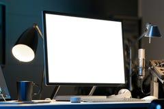 Svart realistisk PC med den stora tomma bildskärmen på skrivbordet under ljus framförande 3d vektor illustrationer