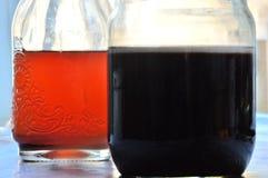 svart red Vin i glass skyttlar Fotografering för Bildbyråer