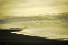 svart sand arkivbilder