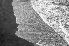 Svart sandstrand i Tenerife arkivbild