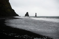Svart sandstrand i Vik Fotografering för Bildbyråer