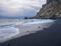 Svart sandstrand Island Arkivfoto
