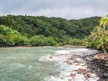 Svart sandstrand, Tahiti, franska Polynesien Arkivfoton
