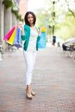 svart shoppingkvinna Royaltyfri Bild