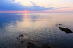 svart sikt för soluppgång för hav för crimea dag karaberg royaltyfri foto