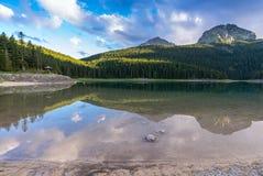 Svart sjö (Durmitor) med reflexion Royaltyfria Bilder