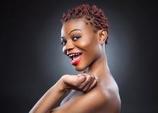 Svart skönhet med kort spetsigt hår Royaltyfri Fotografi