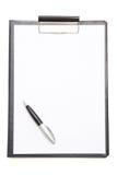 Svart skrivplatta med arket för tomt papper och penna som isoleras på vit Royaltyfri Foto