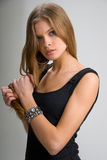 svart slank klänningflicka Fotografering för Bildbyråer