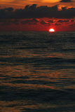svart soluppgång för rött hav Royaltyfria Bilder