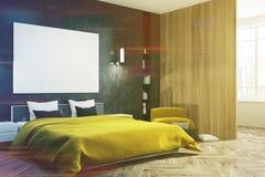 Svart sovrum, gul säng, tonad affischsida Fotografering för Bildbyråer