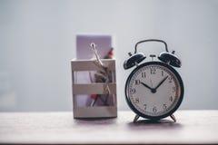 Svart stämpelur för klockastiltappning royaltyfria foton