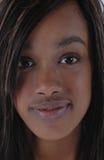 svart ståendekvinna Arkivfoto