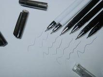 Svart stelnar pennor arkivfoton
