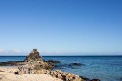 Svart sten- och blåtthav Fotografering för Bildbyråer