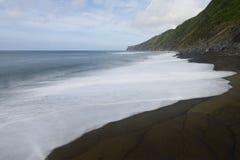Svart strand, Baia da Ribeira das Cabras, Faial, Azores, Portugal Arkivfoto