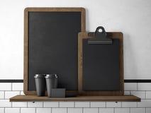 Svart svart tavla på bokhyllan med två tomma kaffekoppar, businesscards och det tomma skrivbordet framförande 3d Arkivfoto