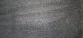 Svart tavla eller den svart tavlan med kritaklotter, kan sätta mer text på a senare Royaltyfri Foto